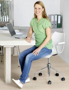mover los pies para prevenir varices